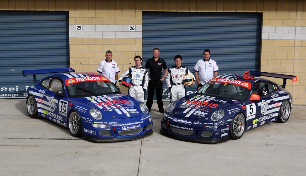 McElrea Racing with the Porsche GT3 Cup Challenge at Symmons Plains in 2009